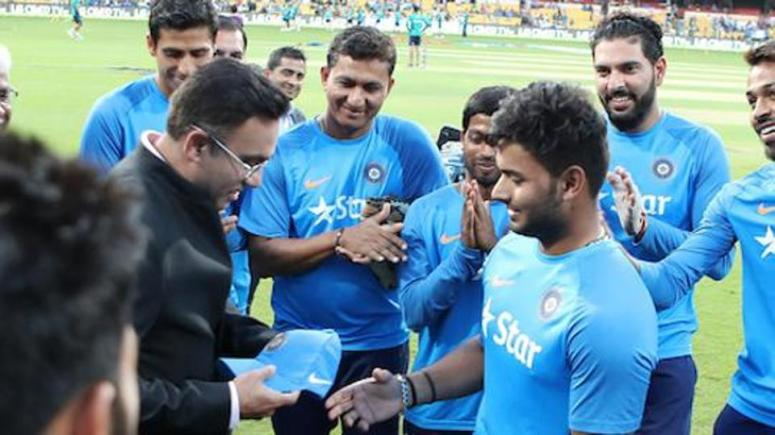 Rishabh Pant being presented his first India cap during the 3rd T20I between India and England in Bangalore.(BCCI)