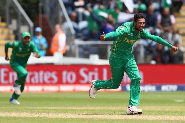 mohammad-amir-of-pakistan-celebrates-taking-the-wicket-of-niroshan-picture-id695165808-800